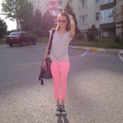 Pembe Neon Pantolon Modelleri