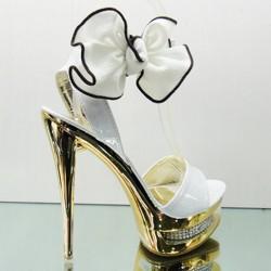 Gösterişli Beyaz Ayakkabı Modelleri