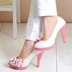 Pembe Tabanlı Beyaz Ayakkabı Modelleri
