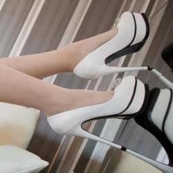 Siyah Tabanlı Beyaz Ayakkabı Modelleri