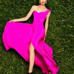 Dikkat Çekici Pembe Elbise Modelleri