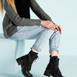 Siyah Dantel Bot Elle Ayakkabı Modelleri