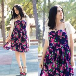 Zarif Çiçek Desenli Elbise Modelleri