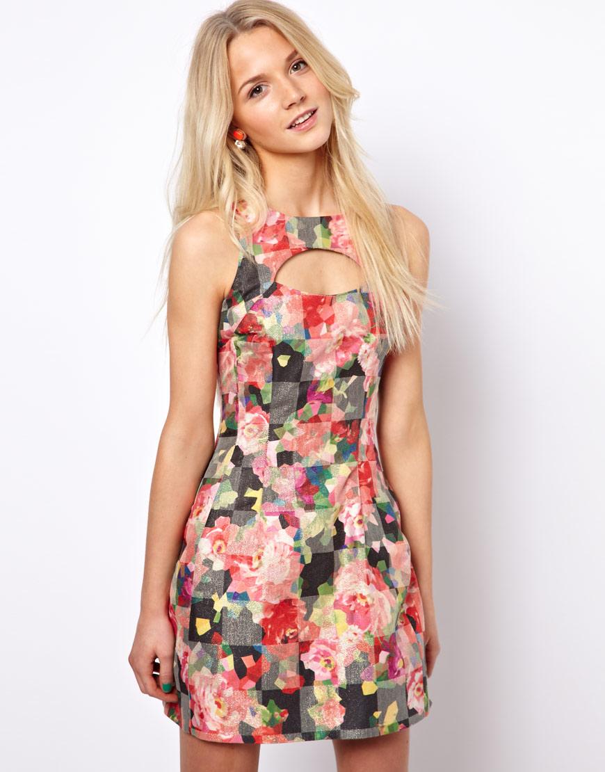 1336ee656ddaa Kolsuz Yazlık Çiçekli Elbise Modelleri »