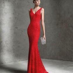 V Yaka Dantelli Kırmızı Pronovias Parti Elbisesi Modelleri