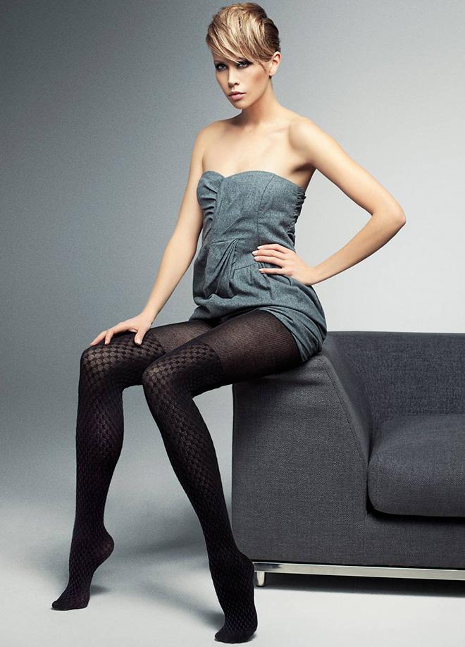 Siyah Desenli Çorap Modelleri