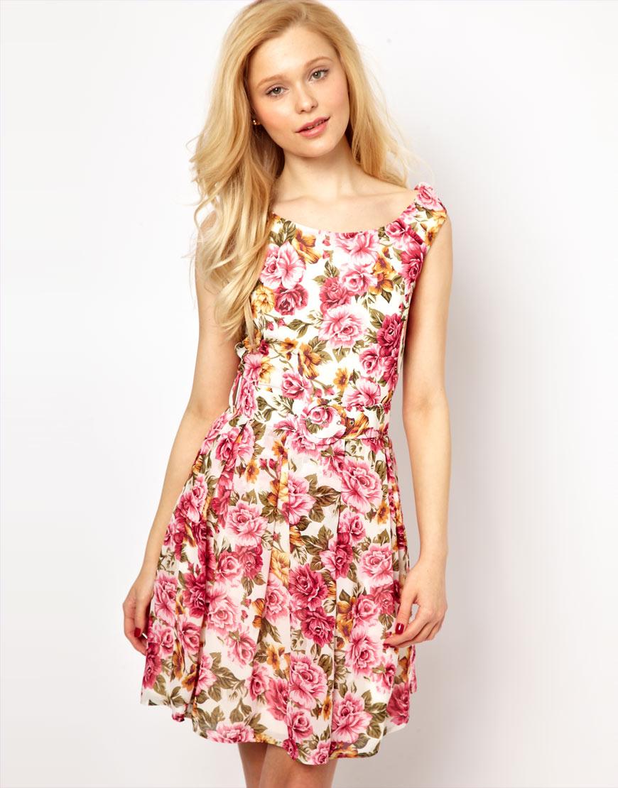 76be4b82f2505 Çiçek Desenli Trend Elbise Modelleri 2015 »