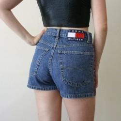 Yüksek bel kısa kot pantolonlar