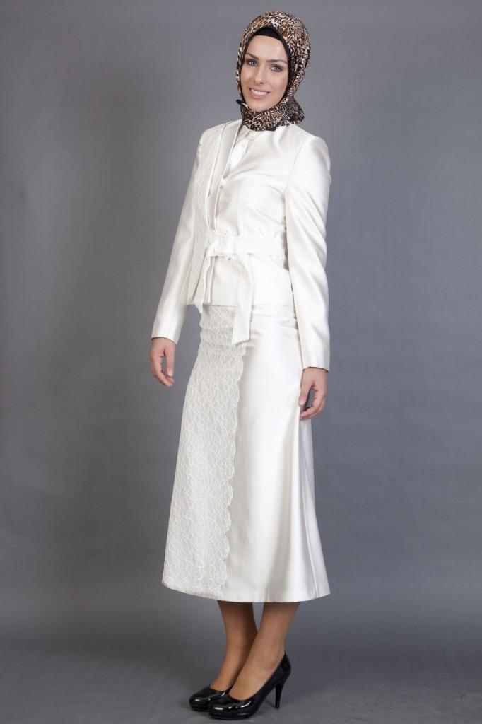 Beyaz renkli çok şık tesettür takım elbise modeli