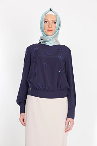 Lacivert renkli, çiçek işlemeli Armine bluz modeli