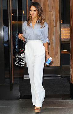 Beyaz Renkli Yüksek Bel Pantolon Mavi Gömlek Kombin