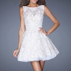 Beyaz Renkli Çok Zarif Dantelli Elbise Modeli