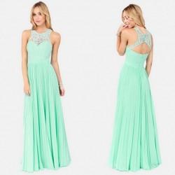 Sırtı Dantel süslemeli elbise modeli