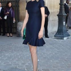 Ünlüleirn Sokak Modası Saks Mavisi Elbise Modelleri