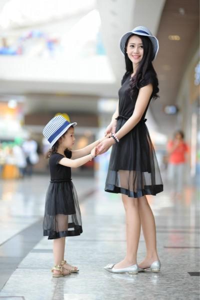Anne Kız Tül Süslemeli Elbise Kombinleri