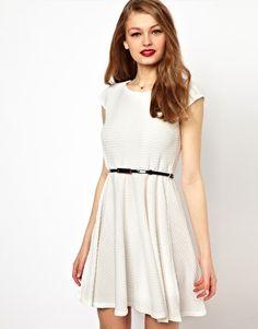 Kemer Detaylı Günlük Kloş Elbise Modelleri