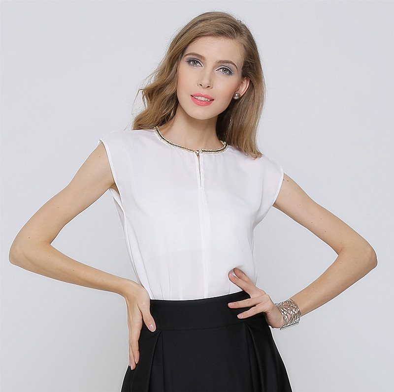 Beyaz Bluz Siyah Etek Kombinleri