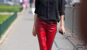 Kırmızı Pantolon Siyah Gömlek Kombinleri