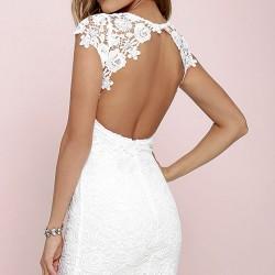Sırt Dekolteli Beyaz Renkli Dantelli Elbise Modelleri