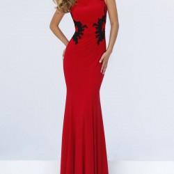 Kırmızılığın Zerafeti İle Siyahın İhtişamını Buluşturan Bu Elbise Modeli Özellikle İddialı Gecelerde Vazgeçilmezlerininz Olabilir