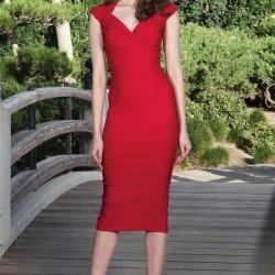 Oldukça Zarif Kırmızı Kalem Elbise Modeli İle Yüksek Topuklu Ayakkabı Kombini