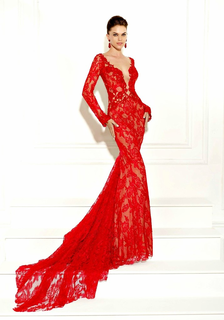 Kırmızı Uzun Kollu Çok İddalı Göğüs Dekolteli Abiye Modelleri
