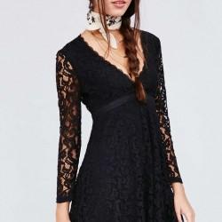"""Uzun Kollu """"V"""" Yakalı Çok Şık Siyah Dantelli Elbise Modelleri"""