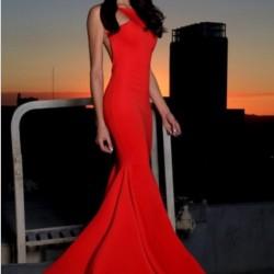 Çok Kibar ve Çok Güzel Uzun Kırmızı Abiye