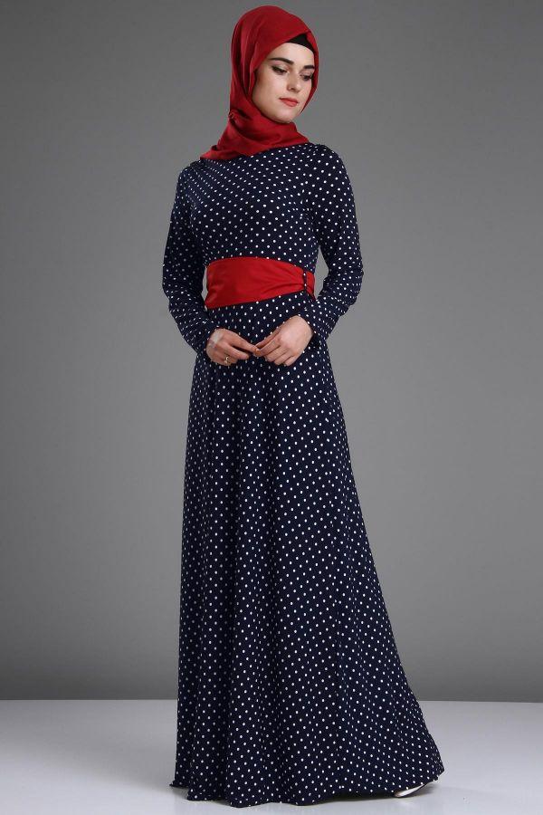 Puantiyeli ve Renkli Kuşak Detaylı Patırtı Tesettür Elbise Modeli