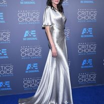 Angelina Jolie Metalik Elbise Modeli