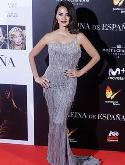 Penelope Cruz Metalik Elbisesi