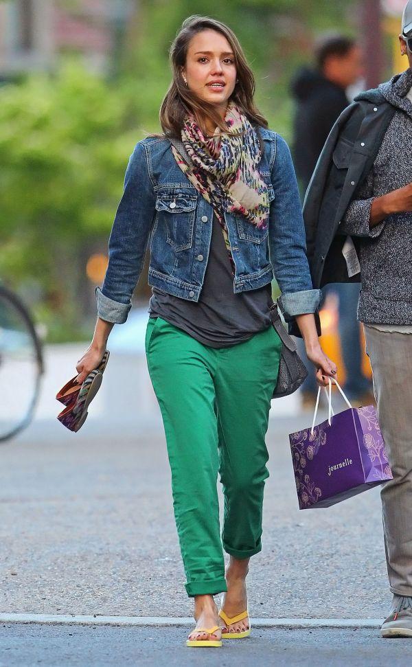 Sokak Modası Yeşil Pantolon Modelleri Jessica Alba Tarzı