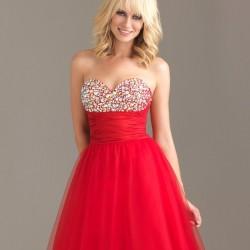 Süslemeli Kırmızı Balo Elbisesi Modelleri