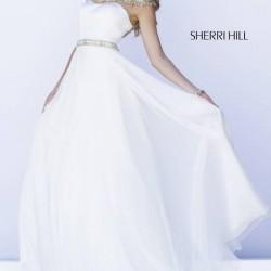 Kemer Detaylı Beyaz Straplez Sherri Hill Abiye Modelleri