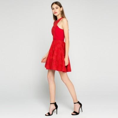 Kırmızı Renkli Güpürlü İpekyol Abiye Elbise Modeli