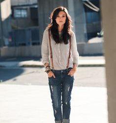 Sokak Modasında En Çok Beğeni Kazanan Askılı Kot Pantolon Modelleri
